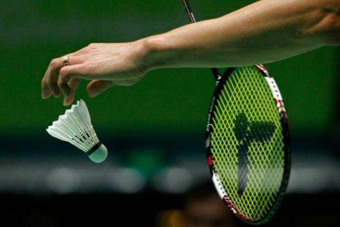 Saque ou Serviço no Badminton