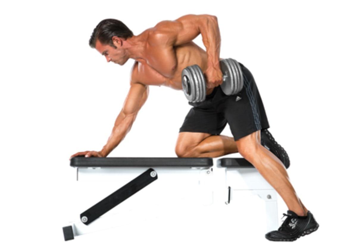 Exercícios para ombro: remanda curvada no banco para ombro