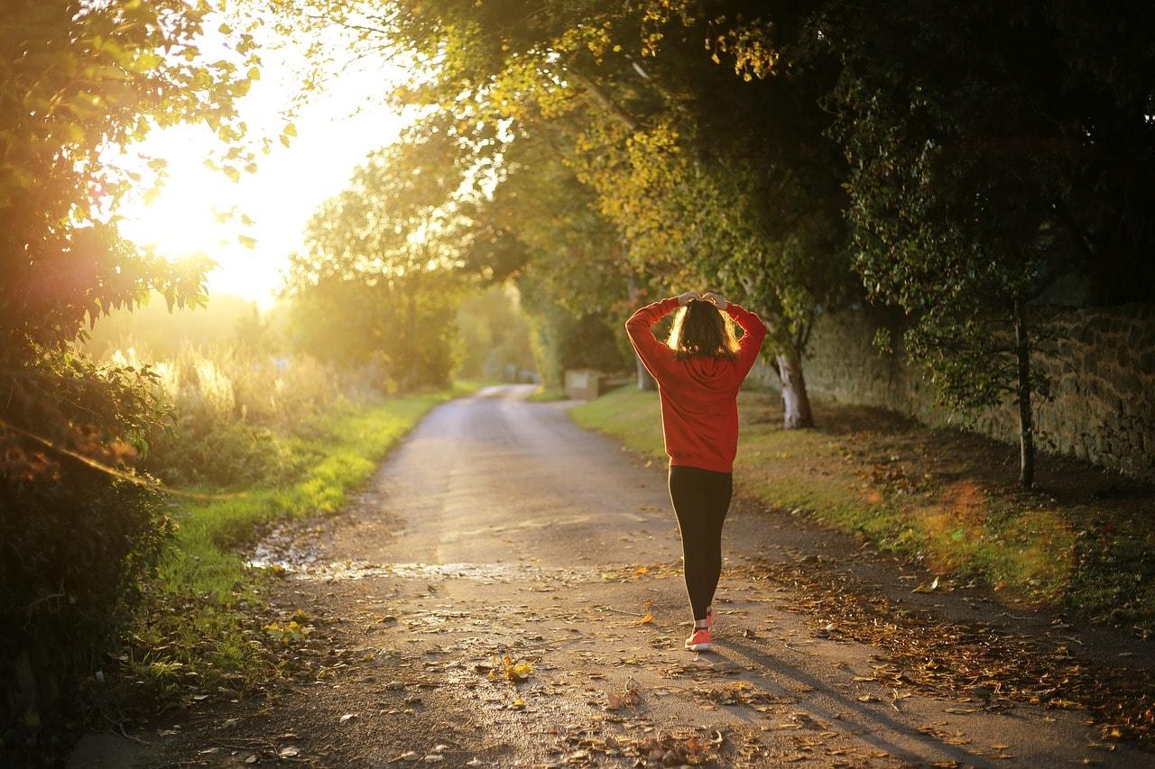 15 benefícios da caminhada